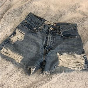 Distressed levi shorts
